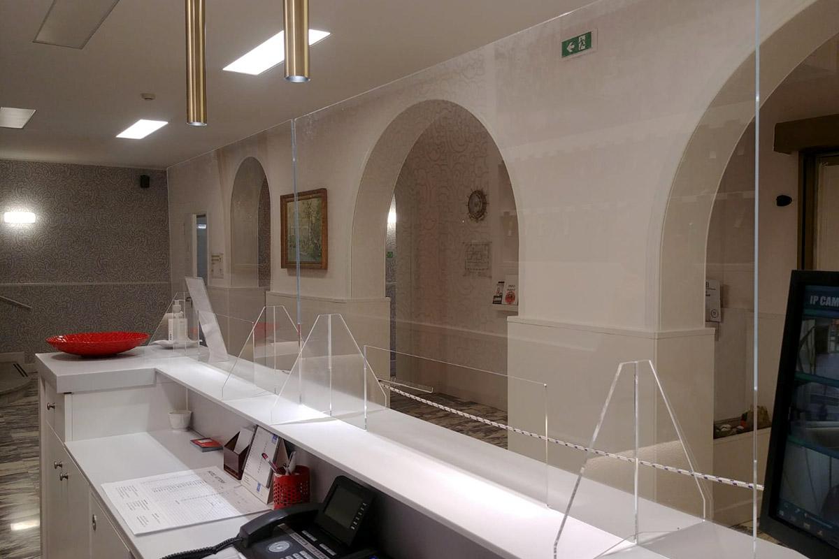snodo-barriera-protettiva-plexiglass-alette-03
